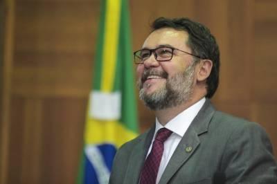 Oscar Bezerra entrega título de cidadão mato-grossense e comendas em Querência
