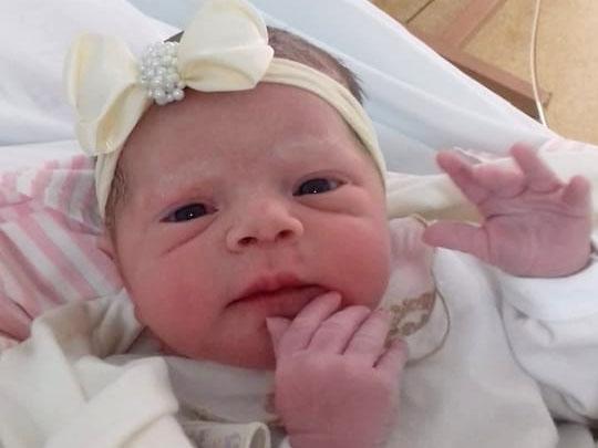 Nasce Ana Luiza, primeira filha do casal Douglas e Eliane