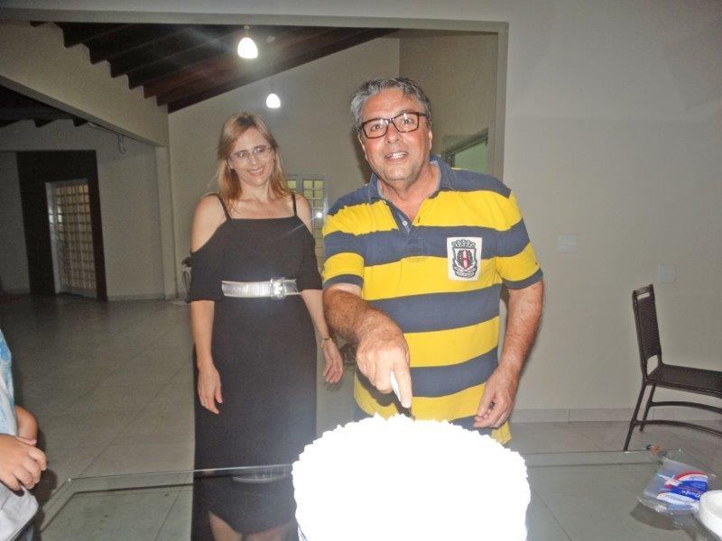 Amigos e familiares comemoram aniversário do empresário Ademir Rubira.