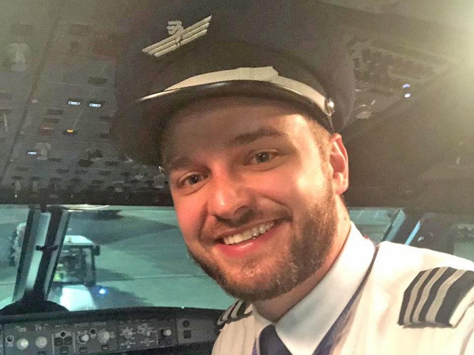 Jovem piloto juarense Alisson Kistner está comandando um boeing da Latam.