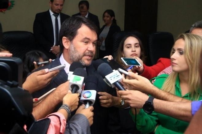 Justiça bloqueia contas e confisca gado de ex-deputado Oscar Bezerra