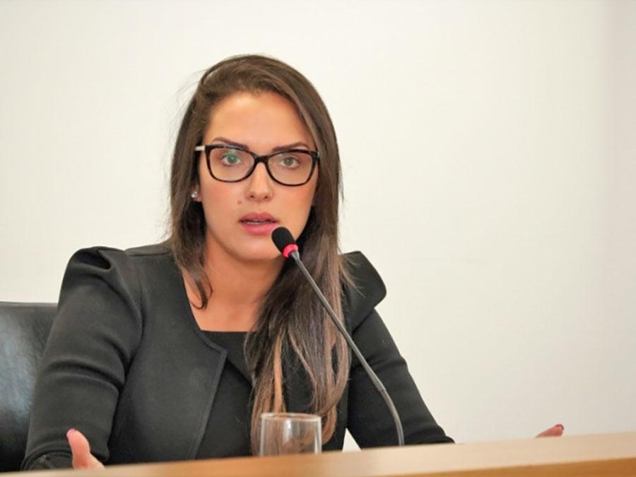 Juiz eleitoral defere HC, impede envio denúncia contra Janaina e Janete Riva ao MPF e pede que magistrada se explique