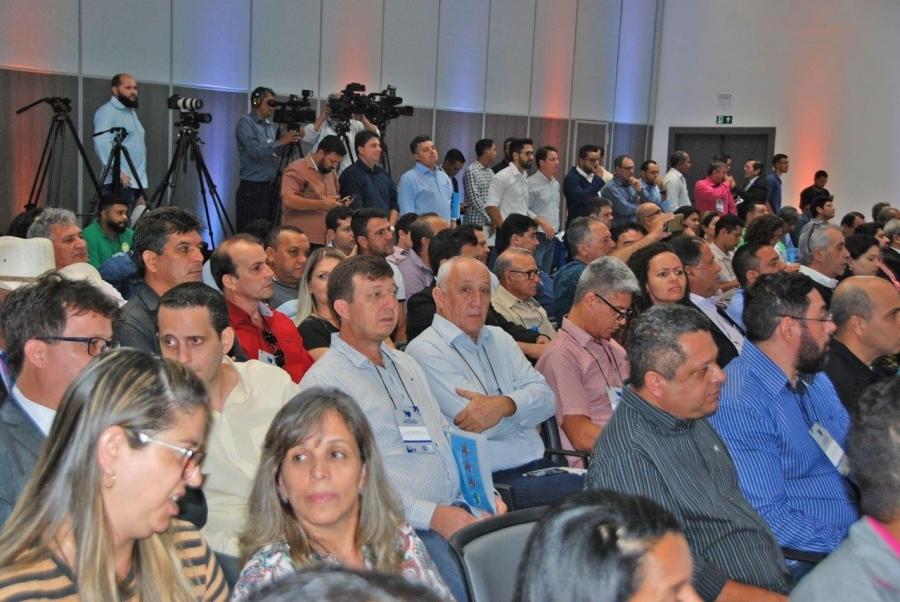 Carlos Sirena participa de solenidade com o governador Mauro Mendes