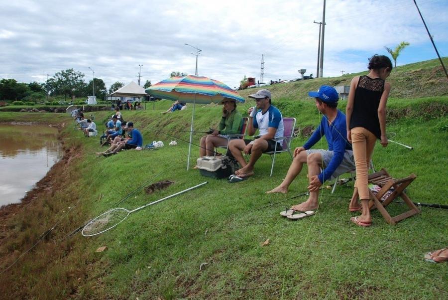 Dia de Pesca, lazer e solidariedade leva centenas de pessoas ao lago do Geraldão