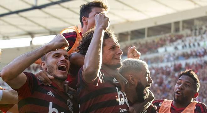 Flamengo vence Vasco por 2 a 0, no Maracanã, e é campeão carioca