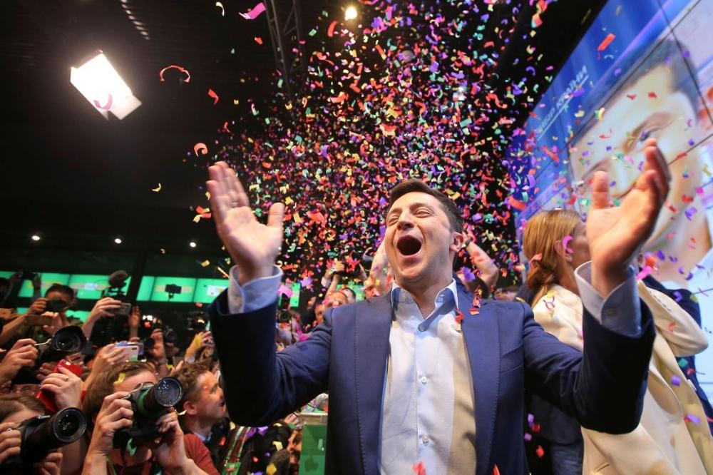 Humorista Zelensky vence eleição presidencial na Ucrânia
