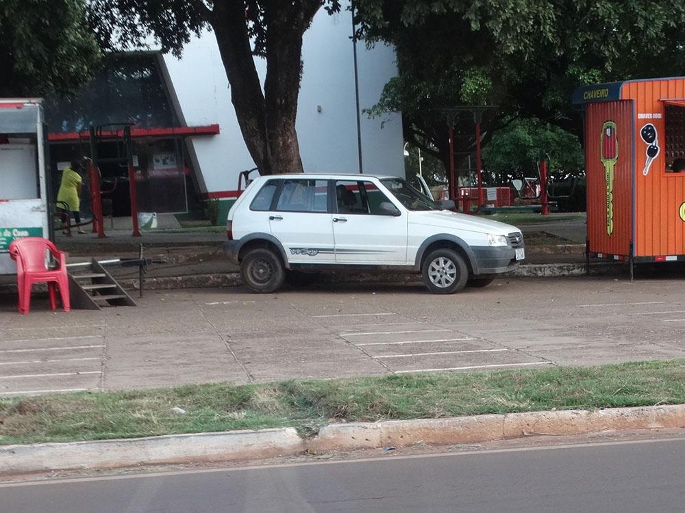 Afinal de contas, pode ou não, entrar com carro na Praça dos Colonizadores?