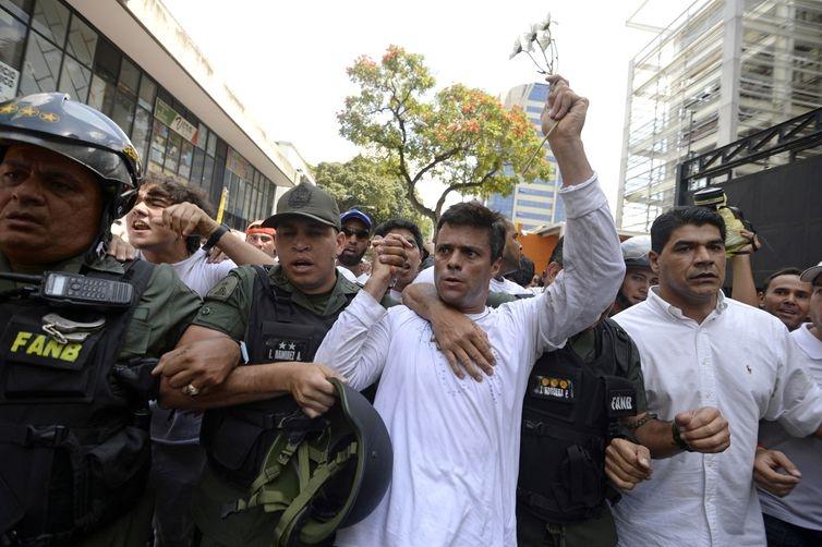 Líder da oposição venezuelana revela reuniões com generais