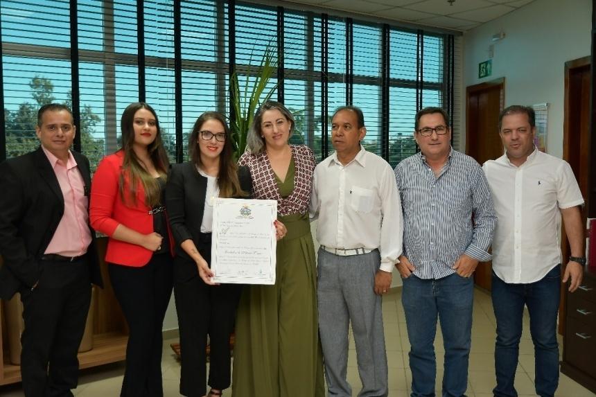 Presidente concede título de Cidadã Mato-grossense à defensora pioneira no combate à violência contra a mulher