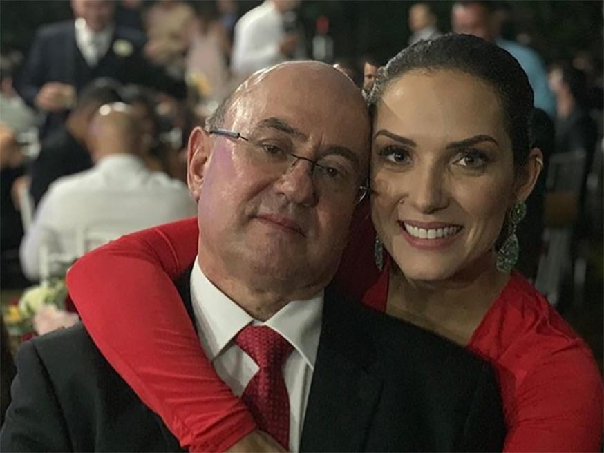 Em nota no Instagran Janina Riva diz que seu pai José Riva está bem.