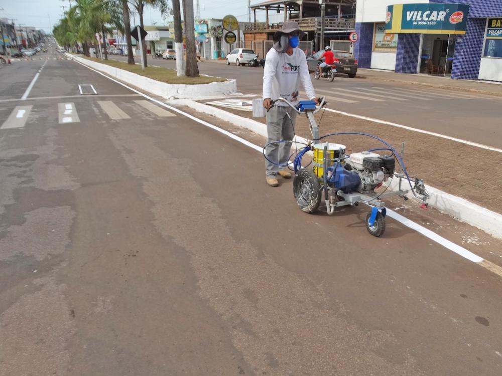 Prefeitura adquire equipamento para facilitar pintura de faixas e meio fio em Juara.
