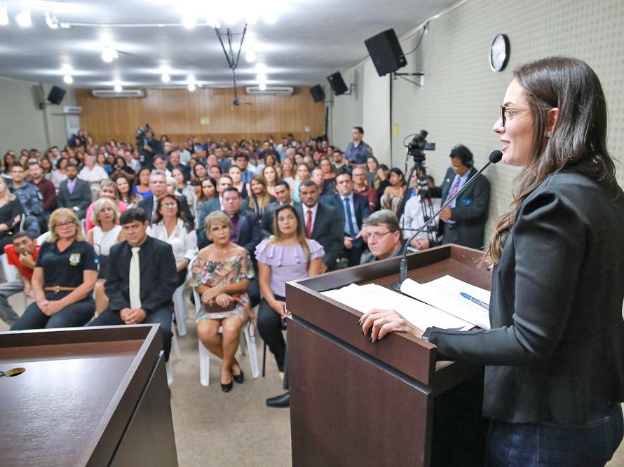 População lota Câmara de Barra do Garças em homenagem de deputada aos pioneiros do Araguaia