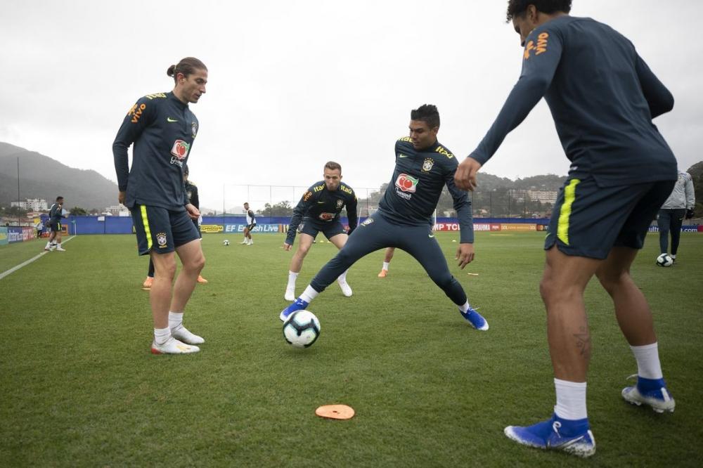 Seleção treina com todos os 23 convocados antes de duelo com Argentina