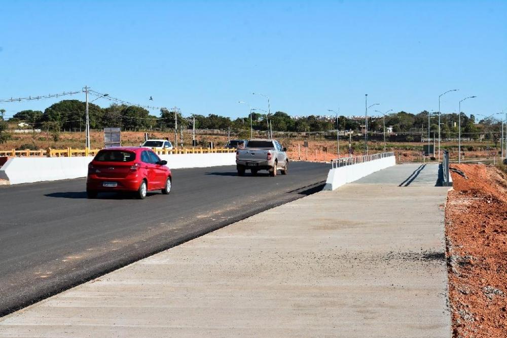 Primeira ponte sobre o Ribeirão do Lipa fica pronta e tráfego é liberado