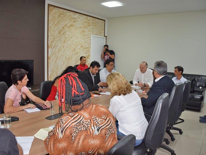 Pivetta se compromete em mediar proposta junto ao governo