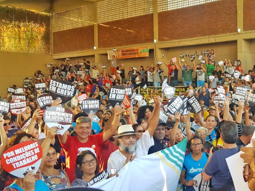 Assembleia do Sintep/MT é unânime na continuidade da greve