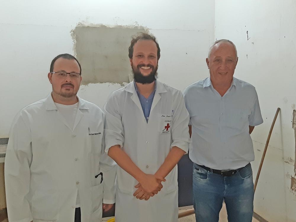 Servidores reformam ala do Hospital Municipal de Juara com recursos próprios e doações.