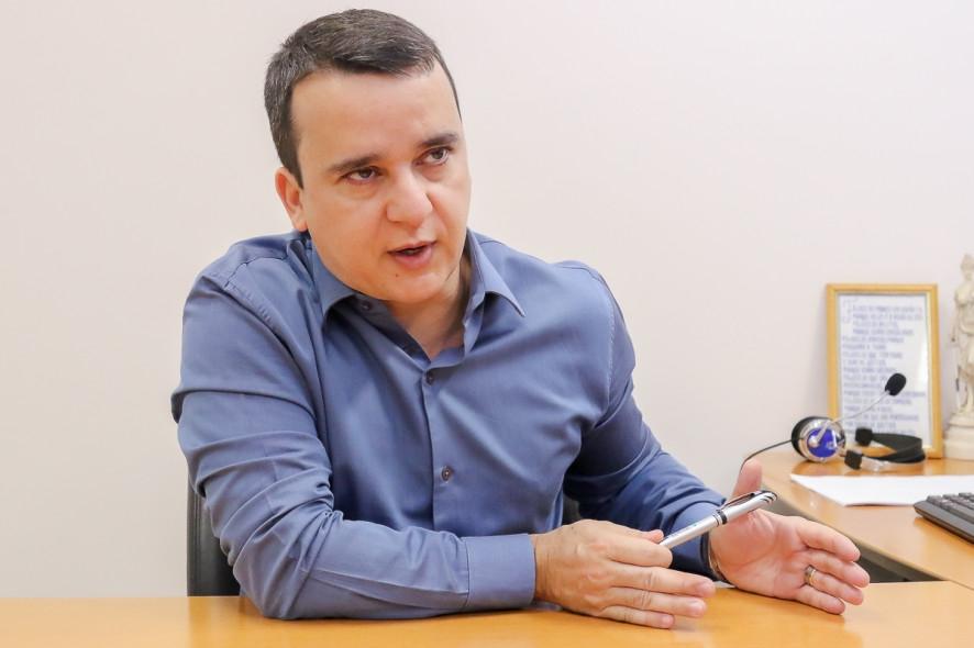 Ministério Público Estadual aciona Assembleia para cortar pensão de R$ 18 mil de sogra de Riva