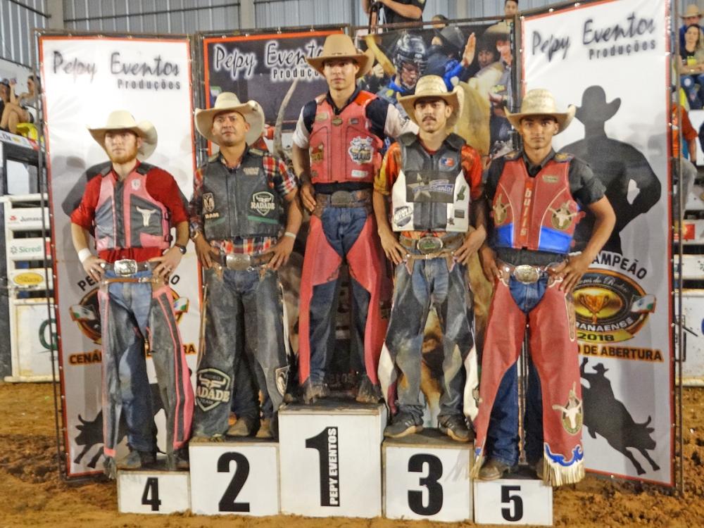 Rodeio profissional em touros da 27ª Expovale em Juara teve maior premiação do Estado.
