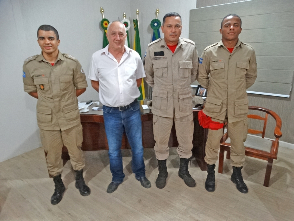 Bombeiros militares estão em Juara para ajudar no combate a incêndio nos assentamentos.