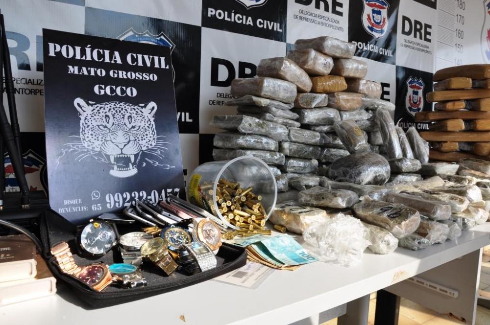 Polícia Civil descobre esconderijo do tráfico com 30 quilos de maconha e bloqueadores de sinais