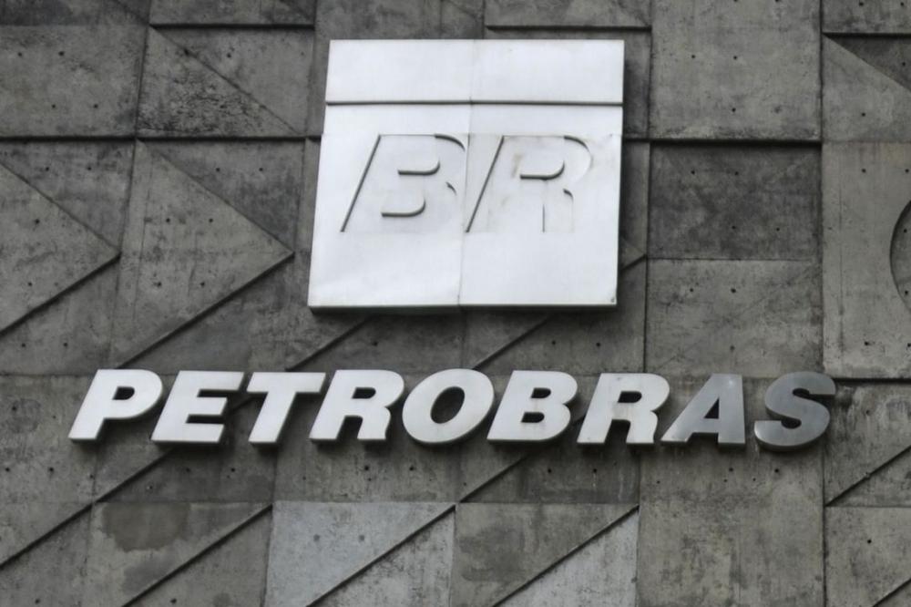 Petrobras diz que monitora preço internacional do petróleo