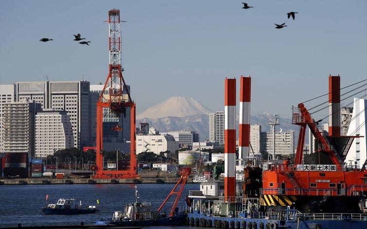 Japão diz que não há problema imediato com abastecimento de petróleo