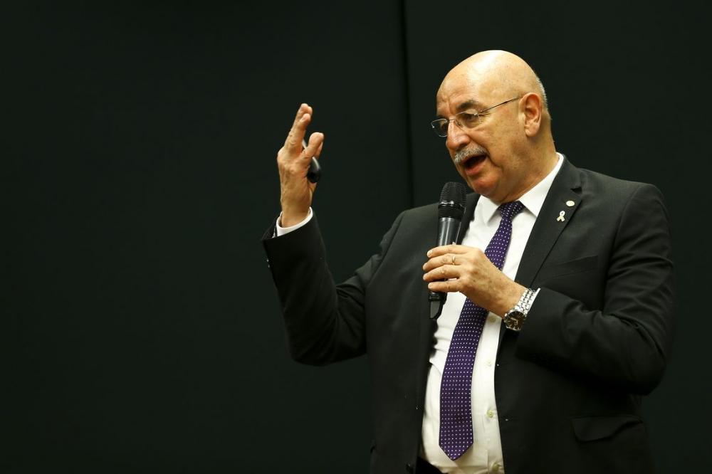 Programa Criança Feliz terá orçamento de R$ 800 milhões, diz ministro