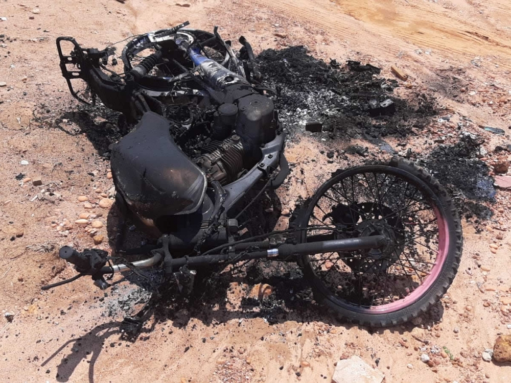 Mulher tem moto incendiada e ex-companheiro é o principal suspeito.