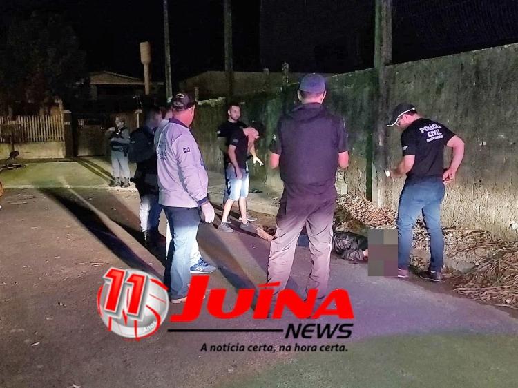 Dois jovens foram assassinados a tiros nessa madrugada em Juína