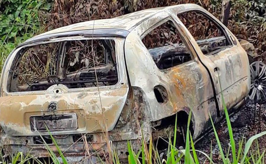 Corpo carbonizado é encontrado em carro incendiado em estrada rural em Sinop