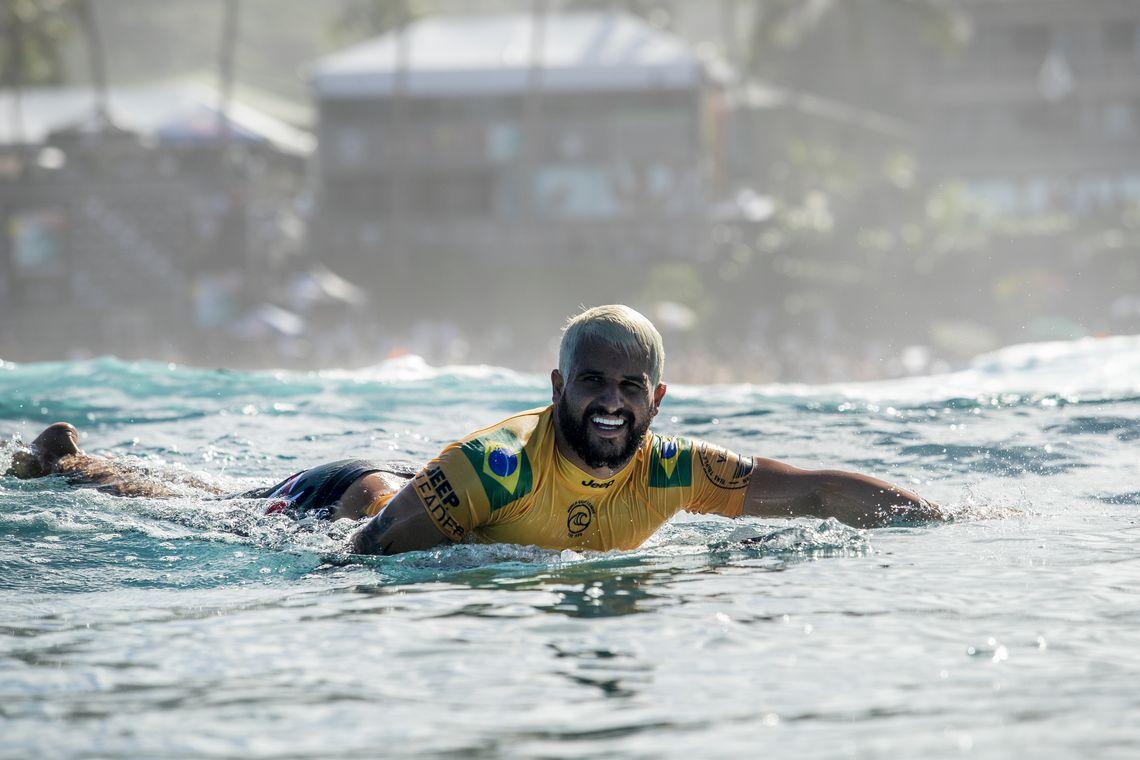 Surfe: Disputa pelo título mundial fica entre três surfistas