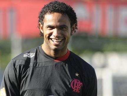 Contratação do goleiro Bruno divide opiniões de torcedores.