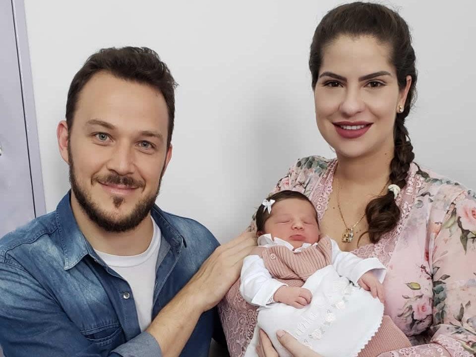 Nasceu em Curitiba, Maria Cecília, filha do casal Hugo e Tatiana, primeira neta de Carlos e Silvia Sirena