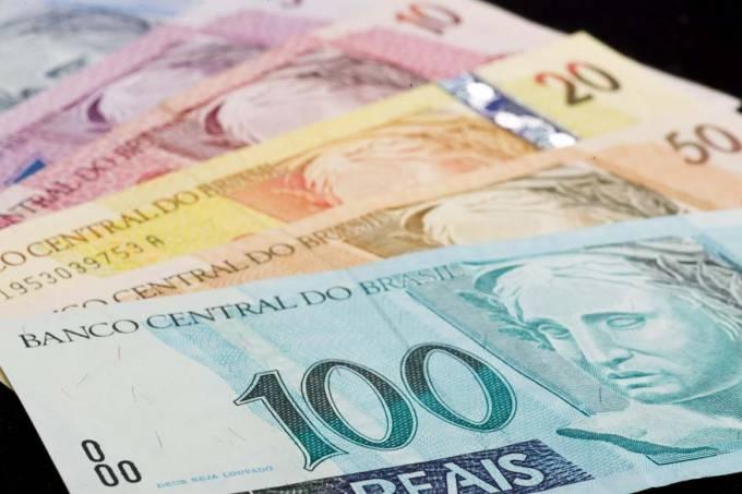 Bolsonaro anuncia aumento de salário mínimo para R$ 1.045,00