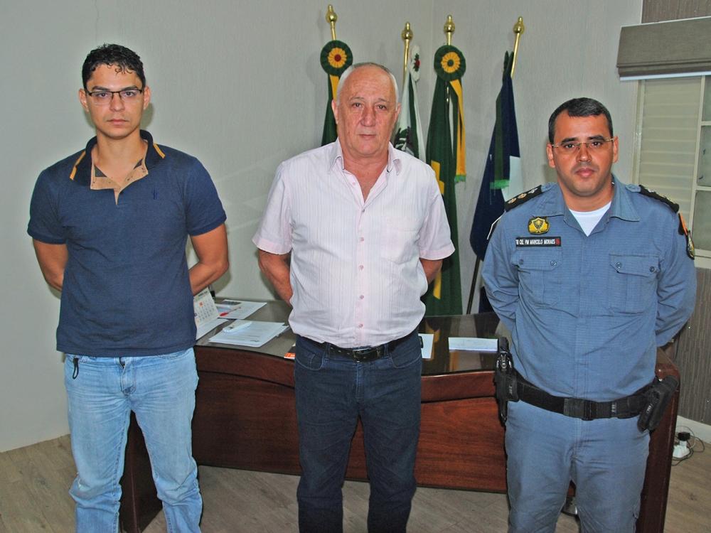 Novo comandante da Polícia Militar de Juara é recebido pelo prefeito Carlos Sirena.