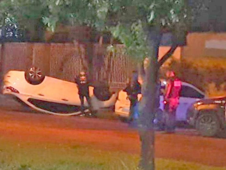 Veículo capota no centro de Sinop; motorista alega que desviou de gato