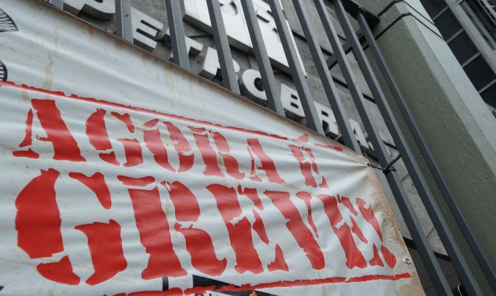 Petroleiros fecham acordo e encerram greve de 20 dias