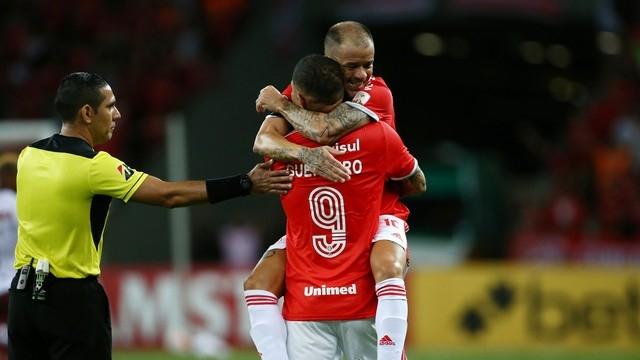 D'Ale é expulso, mas Guerrero acaba com jejum e põe Inter na fase de grupos da Libertadores