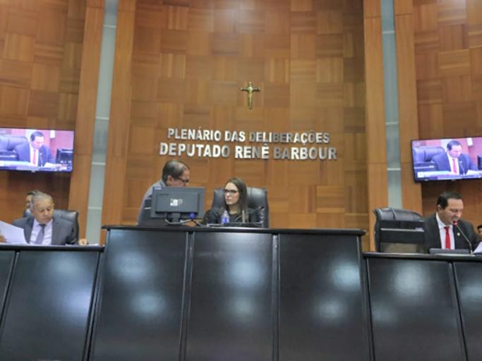 Por 17 votos AL aprova PEC que antecipa eleição da Mesa Diretora