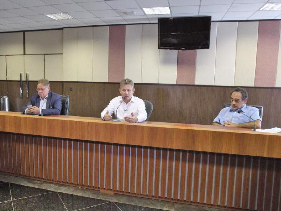 """""""Precisamos conter a pandemia e garantir empregos ao mesmo tempo"""", alerta governador"""