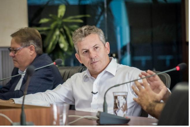 Mauro anuncia novo decreto e aumenta quarentena das escolas de MT