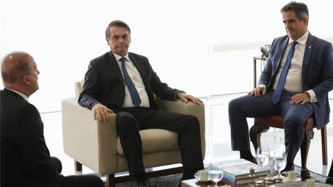 Cargos que Bolsonaro negocia com centrão têm mais de R$ 10,6 bi 'livres' para investir em 2020