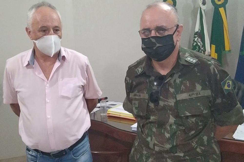 Comandante do 47º BI de Coxim visita prefeito de Juara para falar da presença e militares na região