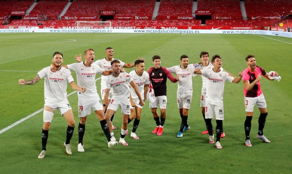 Espanhol volta com abraços após gols e vitória do Sevilla em clássico