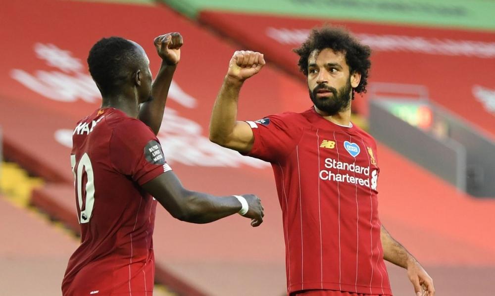 Liverpool goleia e fica perto de ser campeão inglês, depois de 30 anos