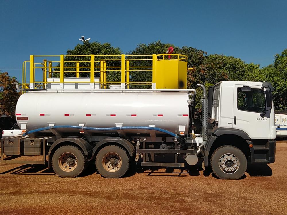 Prefeitura de Juara recebe caminhão equipado para molhar ruas e apagar incêndio