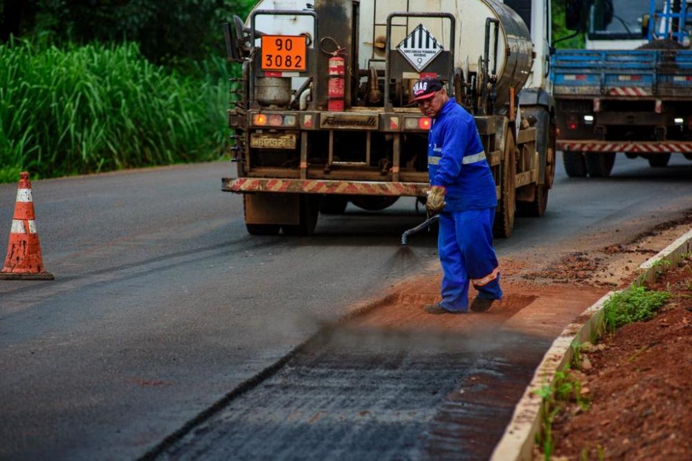 Parceria entre Governo e prefeitura garante pavimentação do Centro de Carlinda