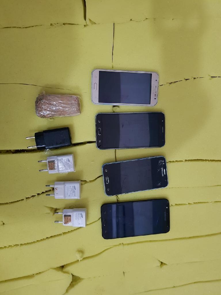 Drogas e celulares são encontrados dentro de colchões na Mata Grande