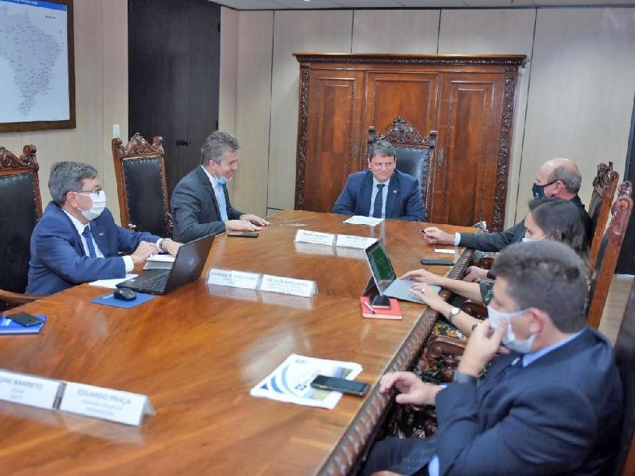 Em reunião, ministro garante a governador retomada das obras na BR-163